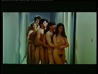 EMANUELLE EN LAS NOCHES PORNO DEL MUNDO (TRAILER)1978  CASTELLANO