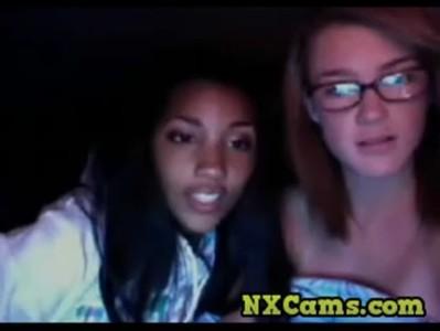 Webcam Hooties go Lesbo